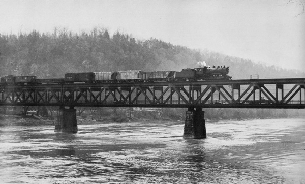 Train on Foxburg Bridge